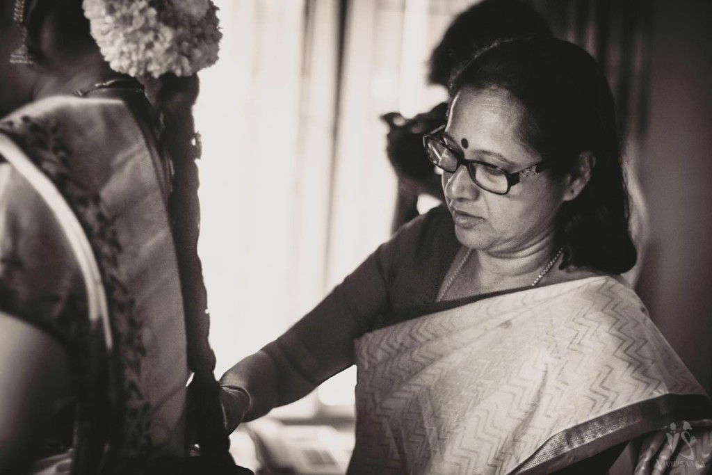 05-bangalore-candid-wedding-photographer-wedding-reception-session-photos